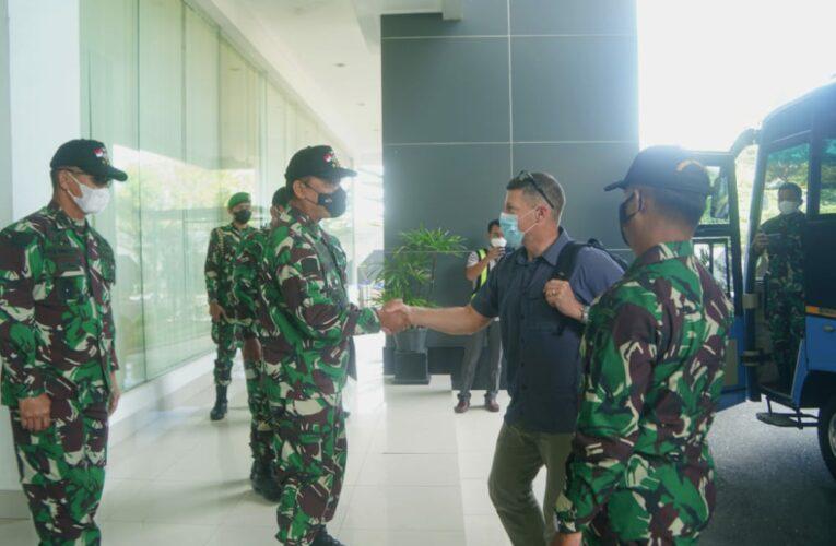 Dankodiklatad Sambut Commander of 25th Infantry Division US Army di Balikpapan