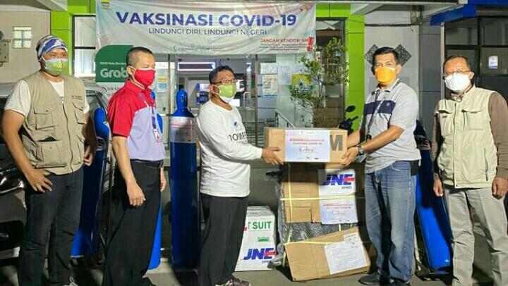 JNE dan DKMG Kirim Tabung Oksigen Gratis ke RSUD Bandung