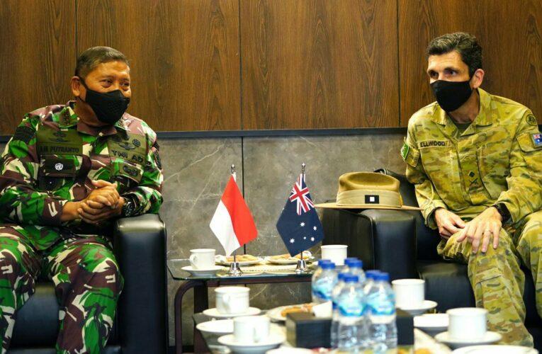 Komandan Kodiklatad Terima Kunjungan Panglima Divisi 1 AD Australia