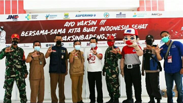 JNE Bandung Vaksinasi 5.800 Karyawan dan Masyarakat Umum